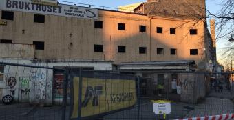 REVET: Denne eiendommene i Nygårdsgaten 91 og 93 ble revet av AF Decom.(Foto: Torgeir Hågøy)
