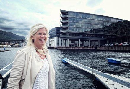 SLUTTER: Vibeke Eriksen gir seg som direktør for Frydenbø Eiendom. Nå blir hun student. (Foto: Torgeir Hågøy)